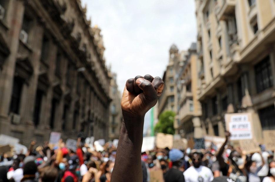Negros precisam ocupar os espaços de poder